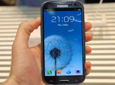 www.writeage.comimagessamsunggalaxysiiivshtconex02.jpg بررسی تخصصی چهار هستهای: Samsung Galaxy S III vs HTC One X