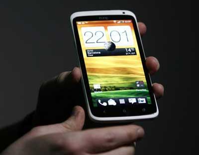 www.writeage.comimagessamsunggalaxysiiivshtconex03.jpg بررسی تخصصی چهار هستهای: Samsung Galaxy S III vs HTC One X